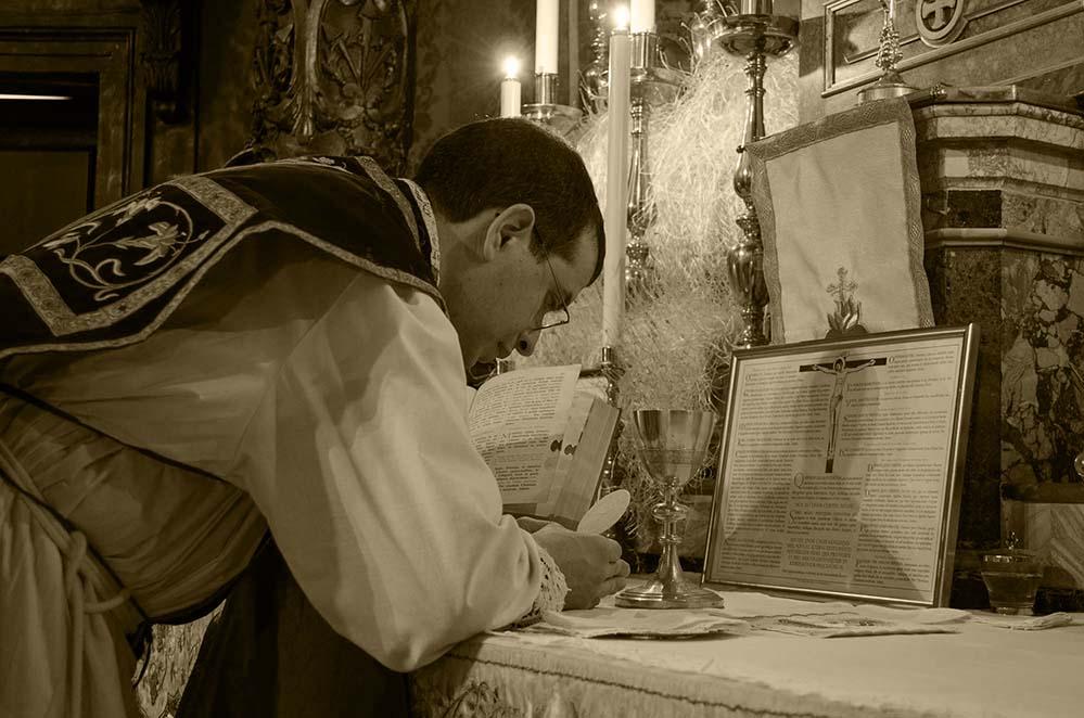 Użanzi fil-Knejjes Maltin ta' Qabel il-Konċilju Vatikan II